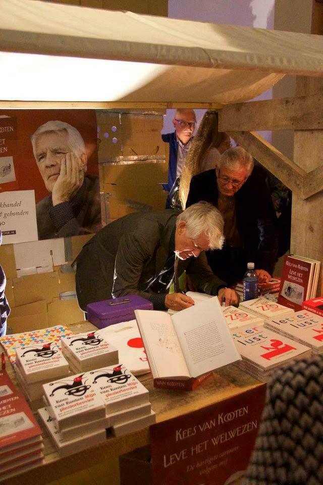 Kees van Kooten signeert