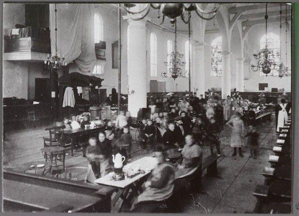 Oostzijderkerk 1916 orgel afgedekt