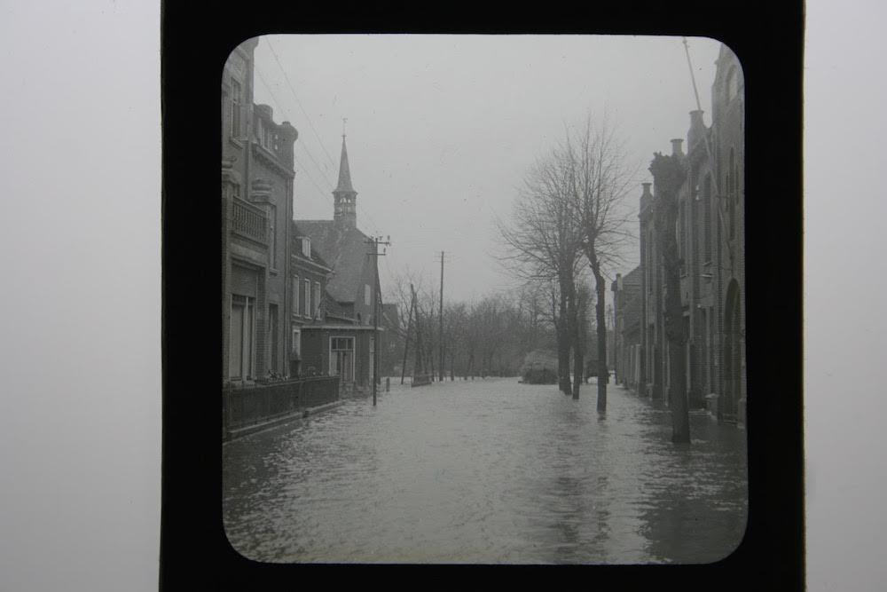 1 C.J. Hofker straat met kerk