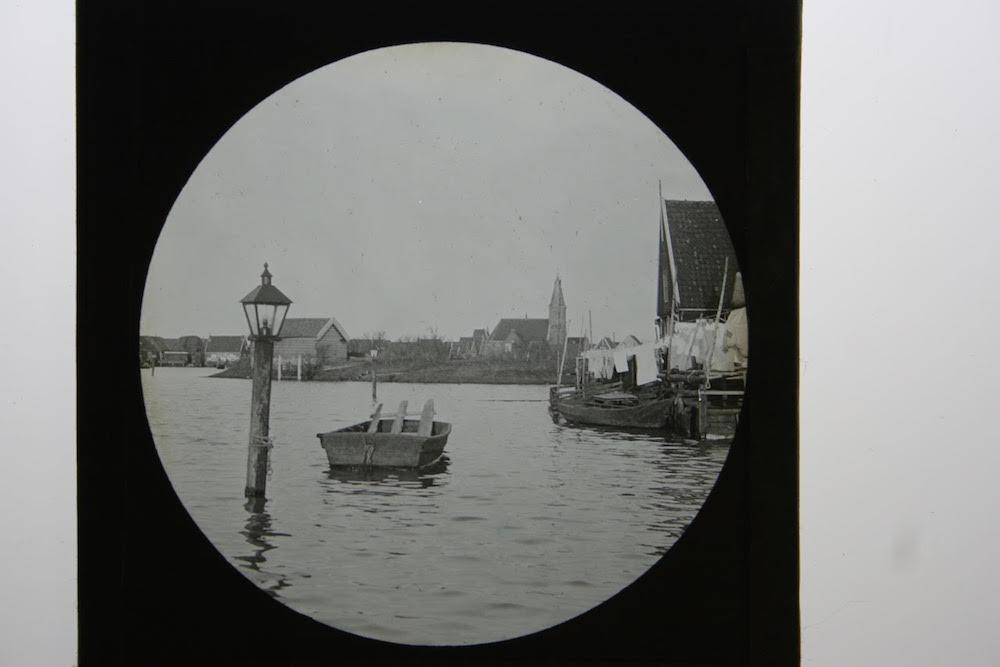 8 C.J. Hofker zicht op een dorp of stad