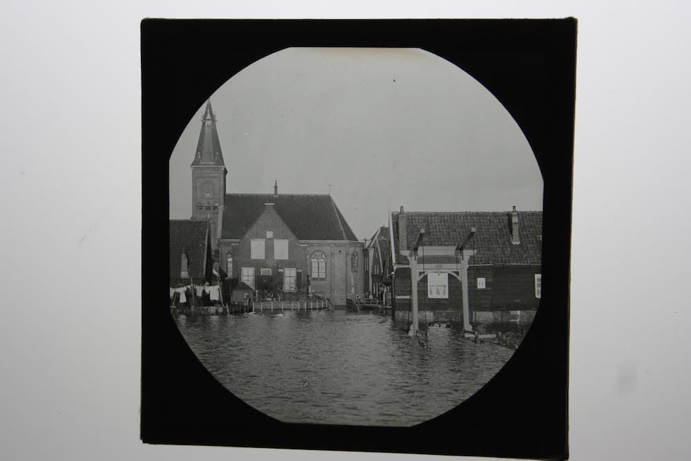 9 C.J. Hofker Kerk met ophaalbrug