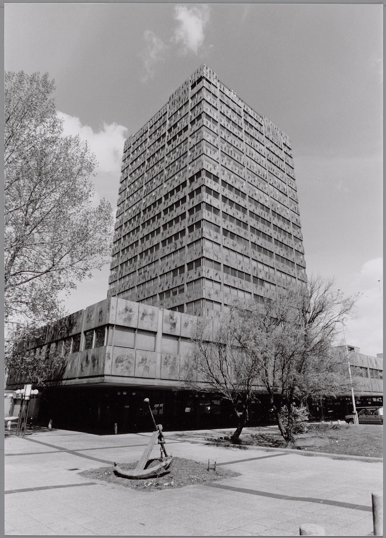 AH-toren met kunstwerk Anker in 1997 2133886