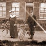 www-????; man met fiets en vrouw met fiets; scan archief Jaap Kalf; txt20090106; repro