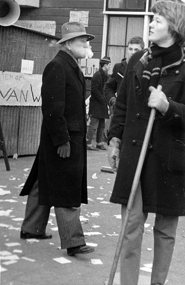 de-baas-op-schoolplein-1959