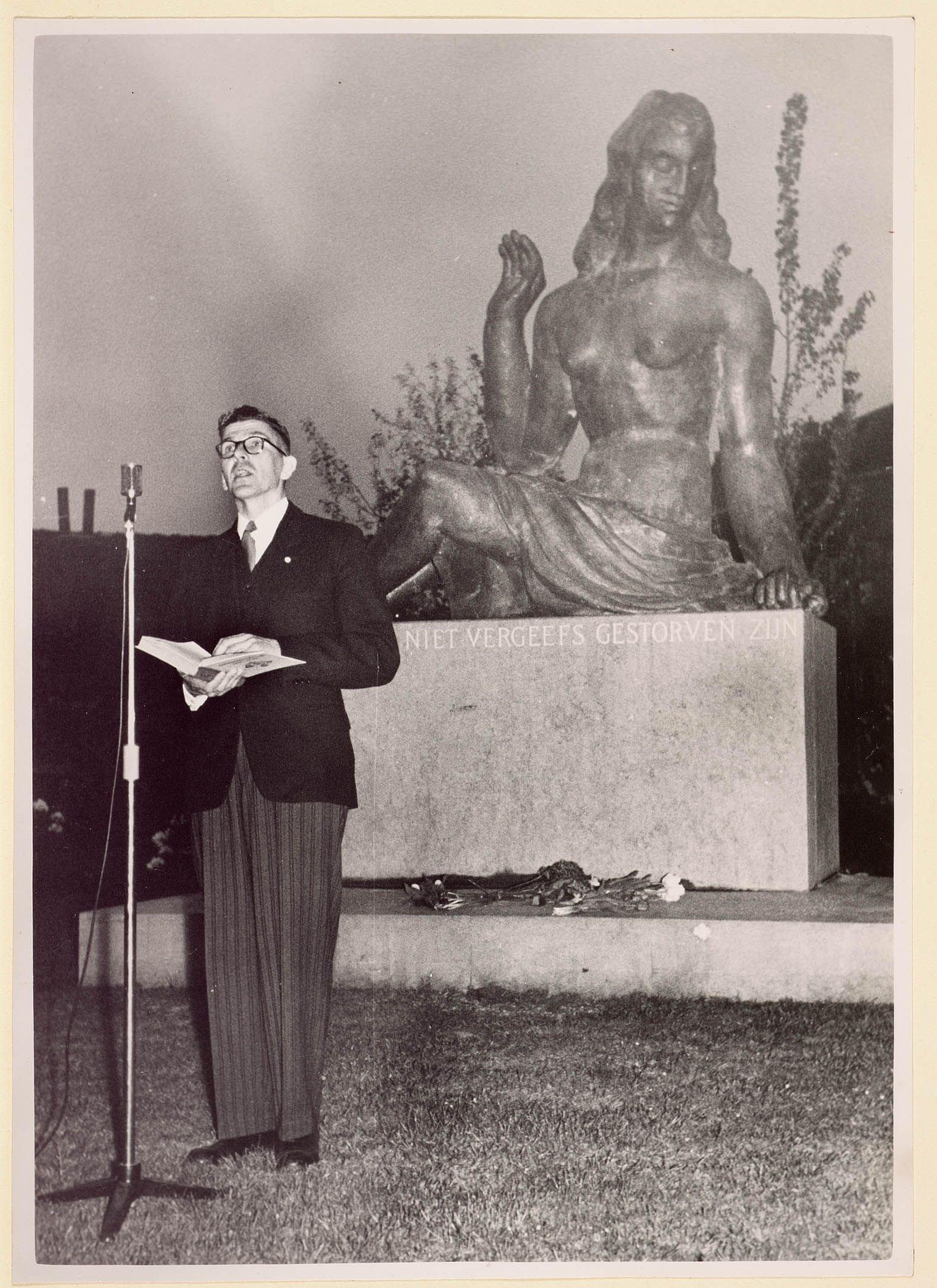 burgemeester-thomassen-van-zaandam-4-mei-1949-2208273