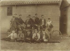 klassefoto 1905 fietsen