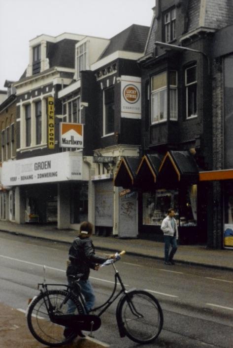 8d892f6c893c47 1985 Dirk Groen op de Damstraat (foto  Gemeentearchief Zaanstad)