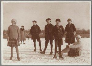 schaatsende kinderen wormerveer 1916 1917 GAZ