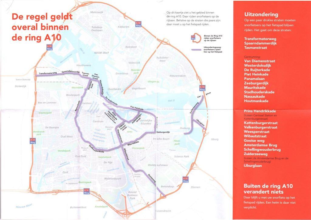 Naar Amsterdam Met De Scooter Op Rijbaan Helm Op De Orkaan
