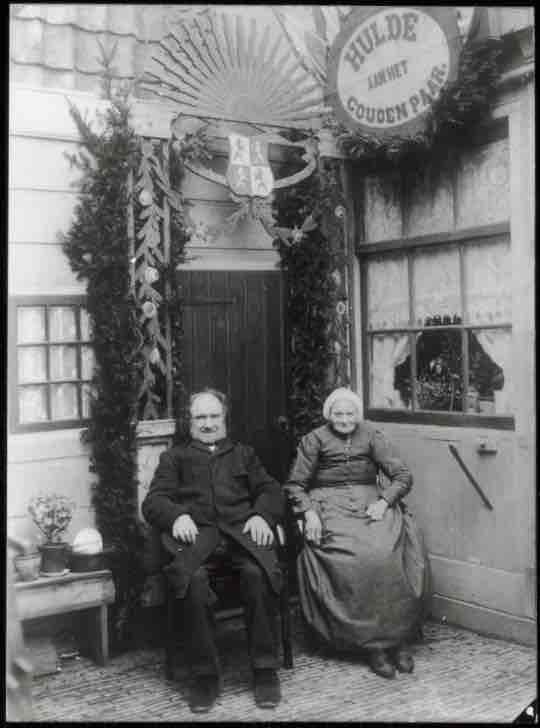 Wormerveer. Jan Bakker en Aaltje Bakker-Stroo, 50-jarig huwelijksfeest. Hulde aan het Gouden Paar.  Beginjaar Collectie Ton Neuhaus