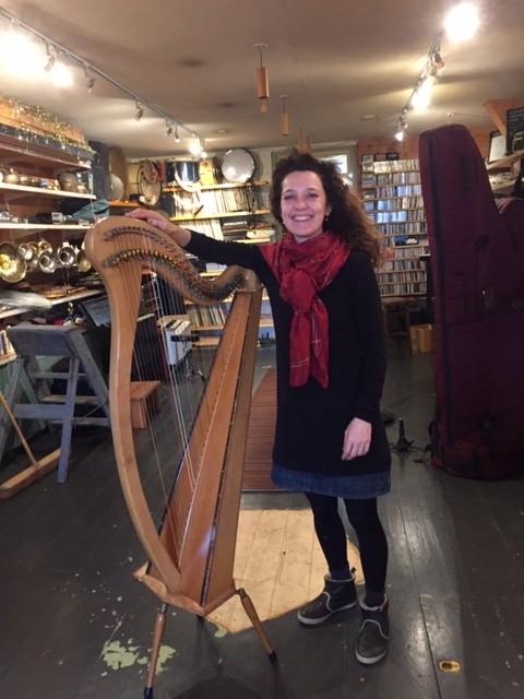 Eva Tebben en harp Aafje Heynis