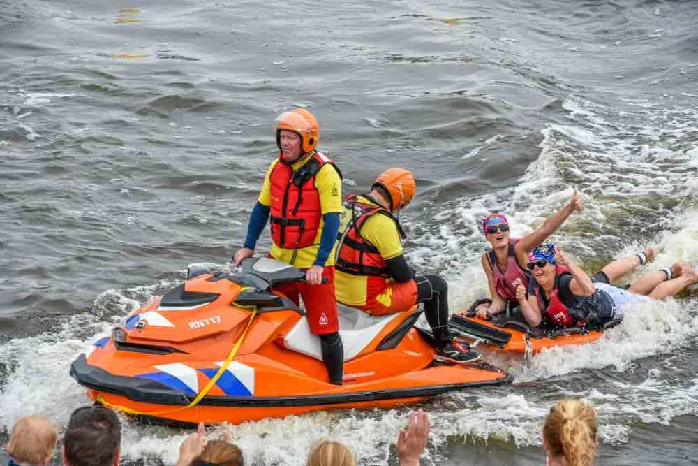 Zwem Challence-kano gezonken maar de redding is nabij