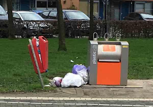 afvalbak plastic eiland jan 2020 orkaan 2