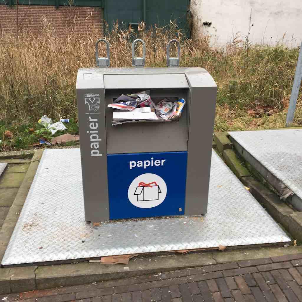 container papier czaar peterstraat jan 2020 orkaan