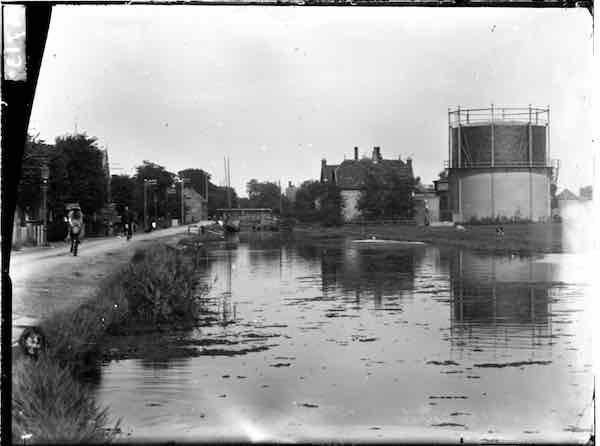 Oostzaan Weerpad gasfabriek van Oostzaan met gashouder. Fotonr. 21.01716