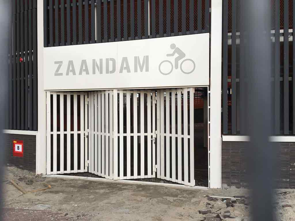 fietsenstalling station zaandam orkaan maart 2020