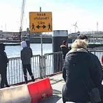 houd afstand brug zaandam maart 2020 orkaan