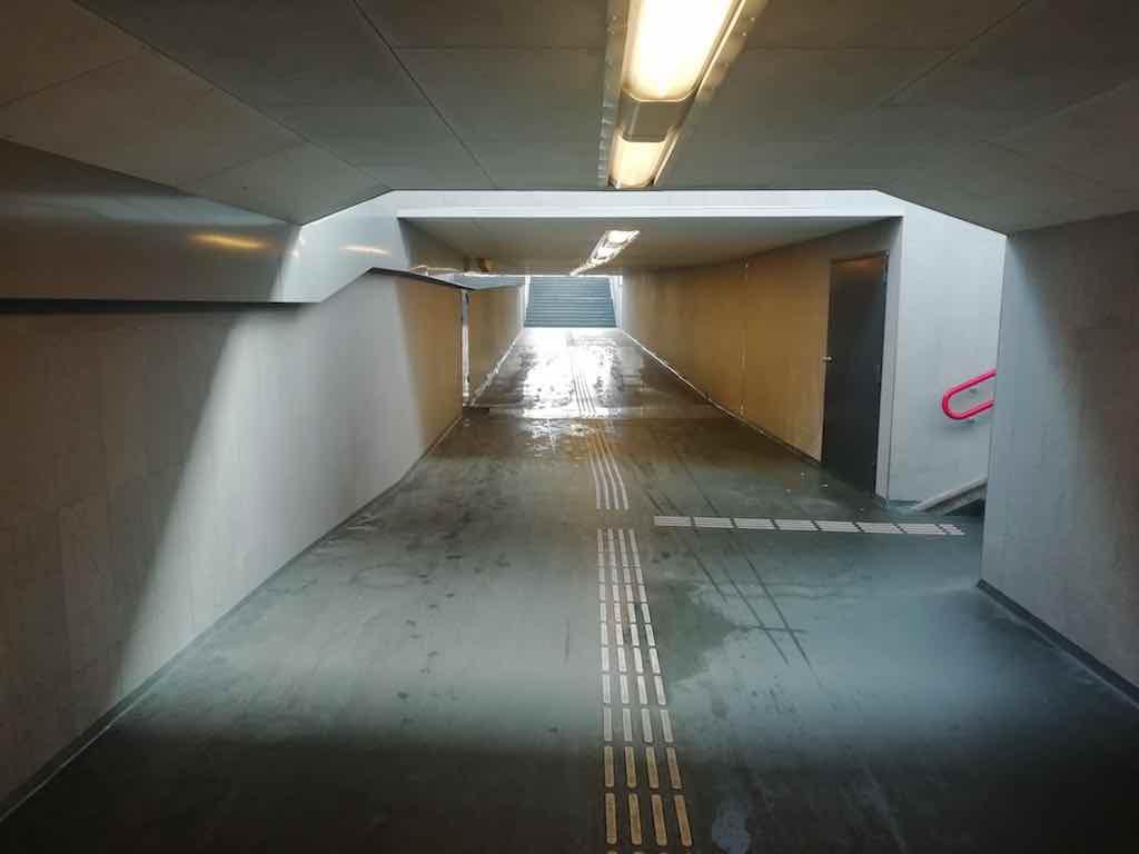 voetgangerstunnel station zaanse schans zaandijk maart 2020 siem van westen
