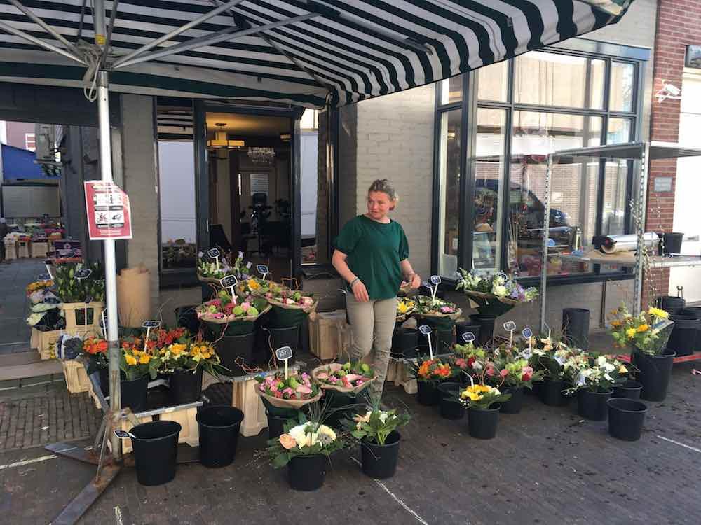 Bloemen bij de kapper (bij markt Zaandam)