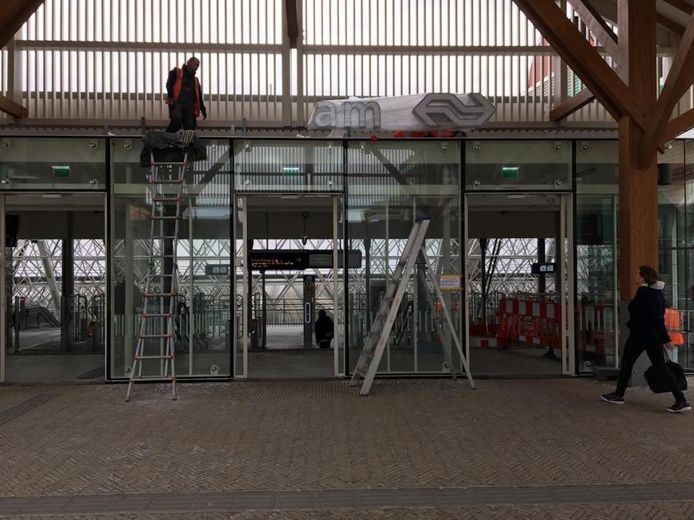 belettering station Zaandam