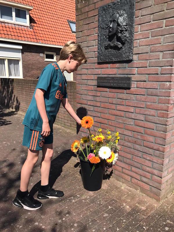 bloemen voor Hannie Schaft 2