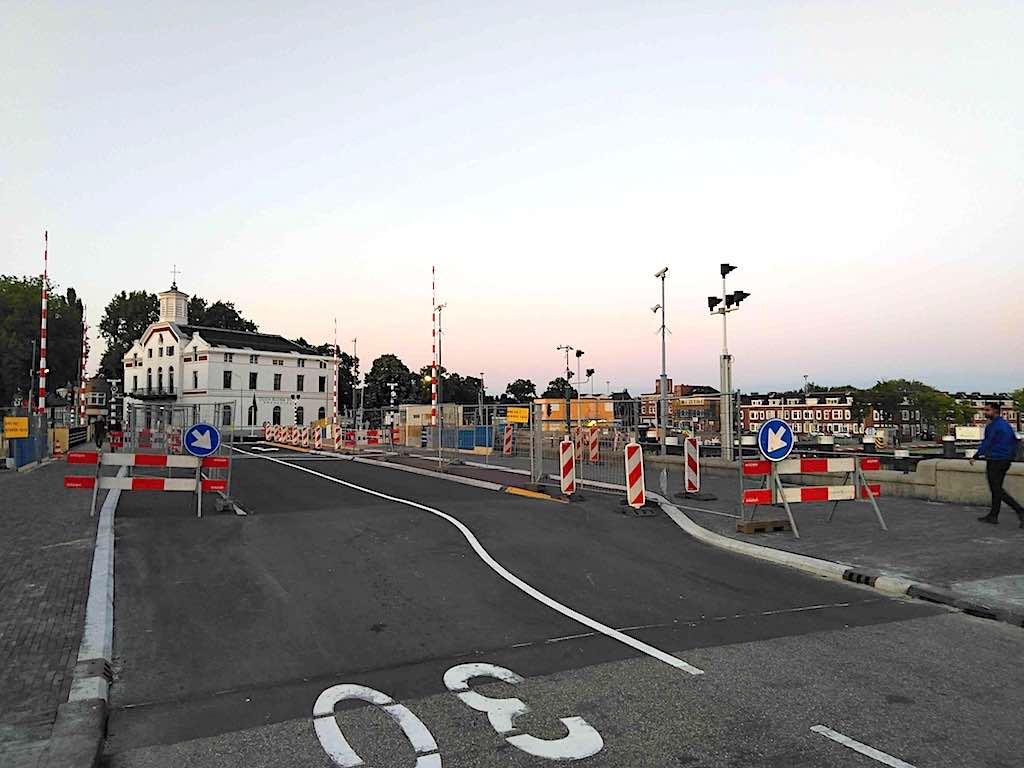 wilhelminabrug fietspad afgesloten