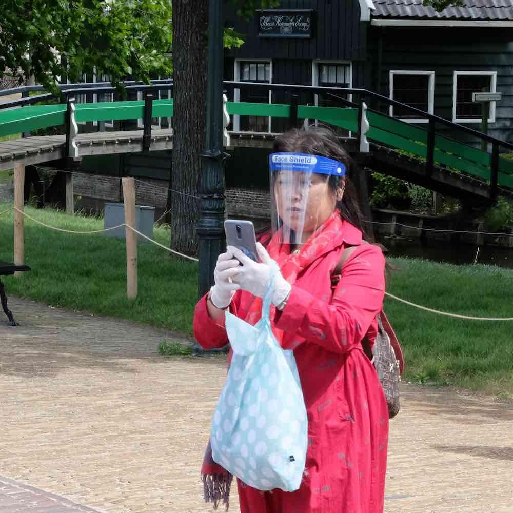 toeriste zaanse schans gezichtsscherm
