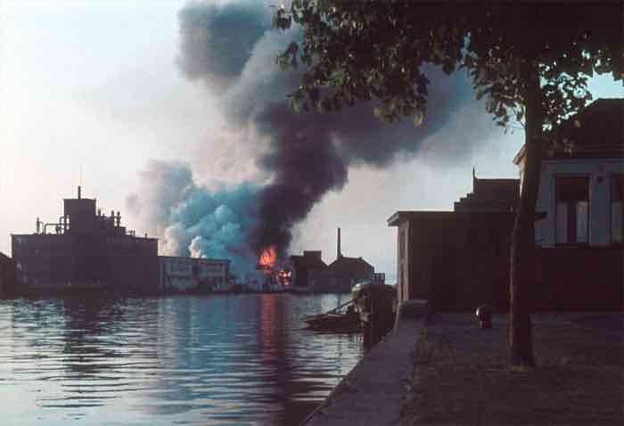 Brand 1961 in pakhuizen Pentawan Wilmington